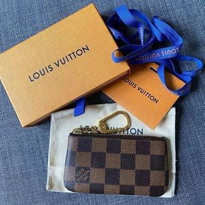 Louis Vuitton key cles in damier ebene